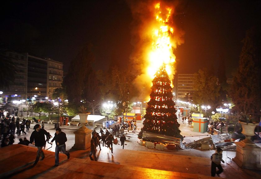 burning-christmas-tree