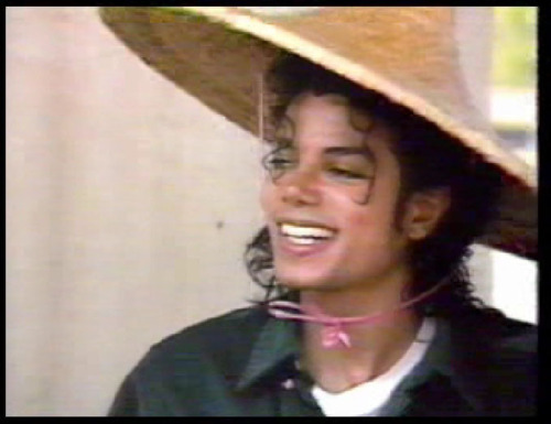 tiH2LE0 Beautiful-Smile-michael-jackson-18102436