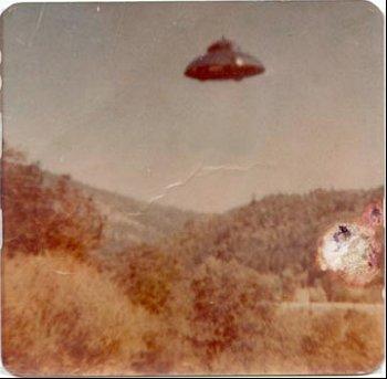 Gedanken über außerirdische mit ihren ufos