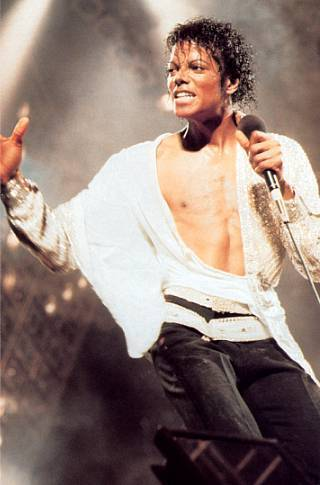 Victory-tour-On-stage-the-thriller-era-8