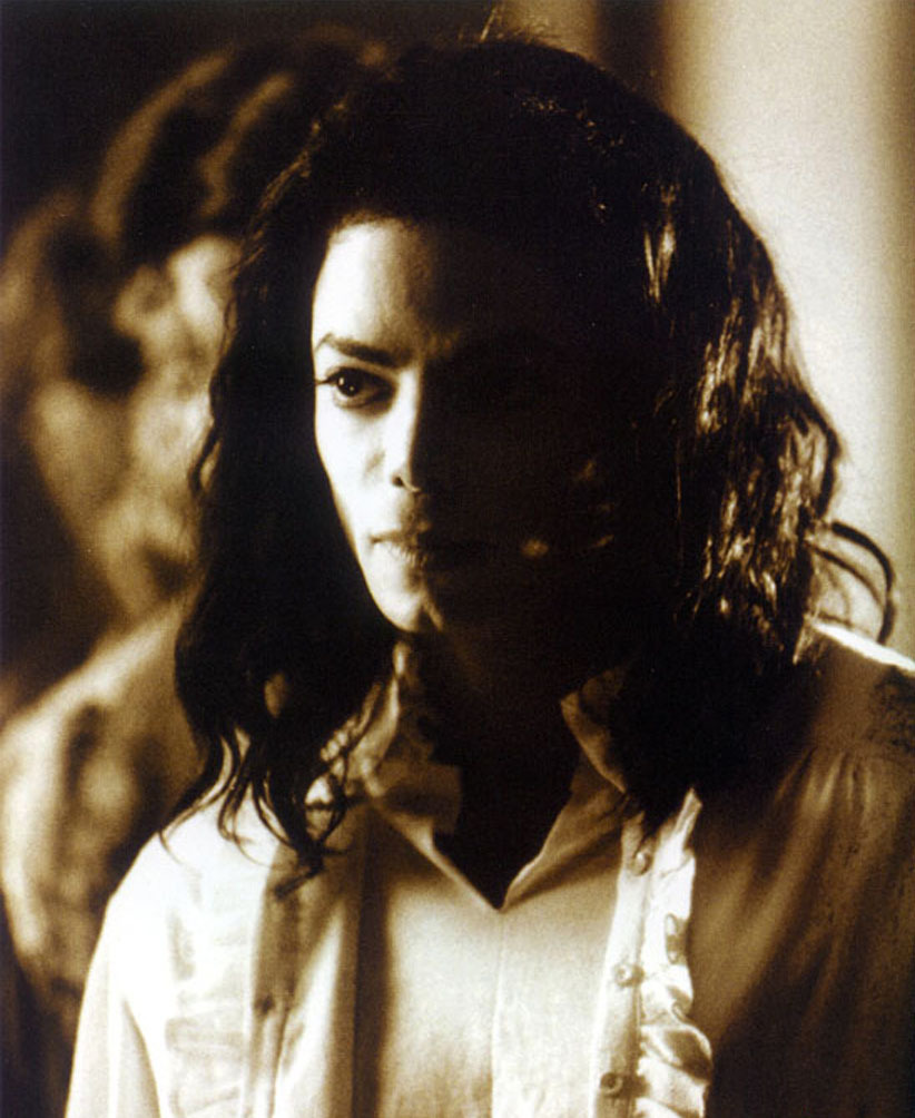MJ-michael-jacksons-ghosts-13196188-822-