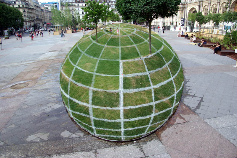 tyWumad illusion-of-globe-grass-and-trees-paris-