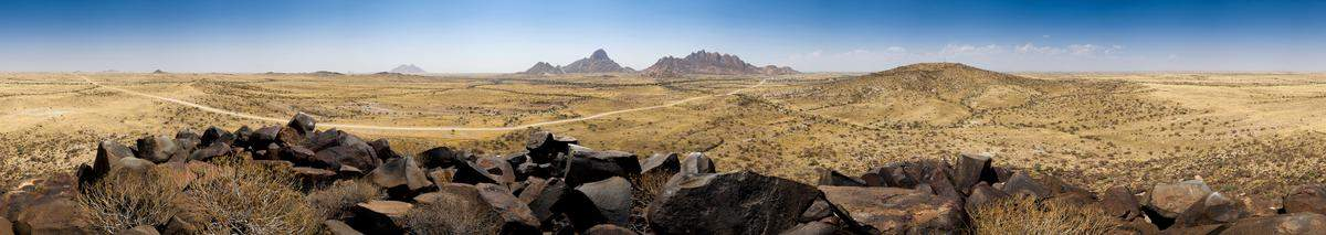 uh43048,1274095044,Spitzkoppe 360 Panorama
