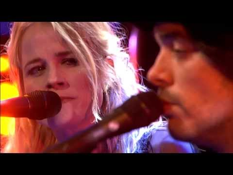 Youtube: The Common Linnets - If I Needed You - DWDD 12-3-2014