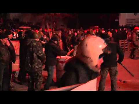 Youtube: Raw: Protesters, Police Clash in Ukraine Capital