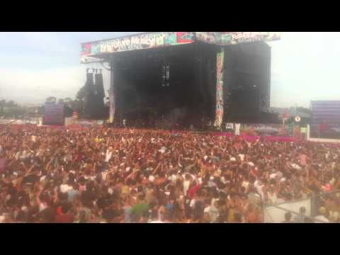 Youtube: Skrillex Levels LIVE Melbourne 2012 Future Music Festival