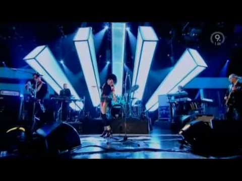 Youtube: Siouxsie Sioux - Into A Swan (Live, Jools Holland 2007)