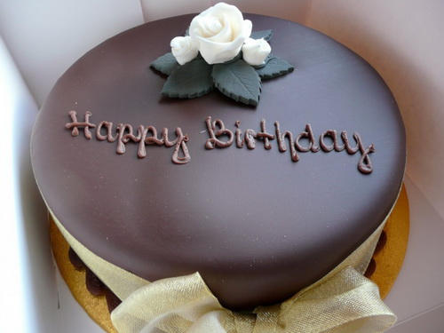 simple-and-elegant-happy-birthday-cakes
